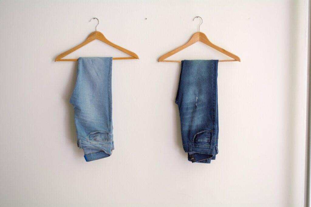 Jeans propres après être passés à la machine à laver